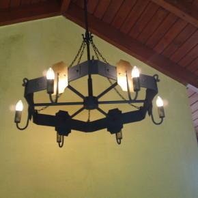 Świeczniki, lampy, kinkiety, żyrandole