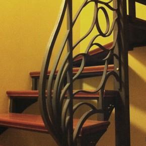 Konstrukcja schodów wewnętrznych z balustradą, dom prywatny