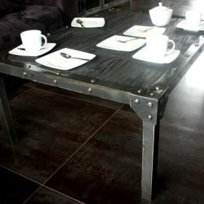 Stolik kawowy w stylu LOFT