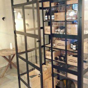 CRITTALL gablota/ przeszklenie LOFT / witryna LOFT INDUSTRIAL na wino w restauracji