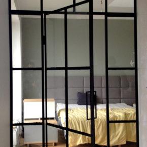 CRITTALL , przeszklenie loftowe , drzwi przeszklone ze szprosami , apartament OVO Wrocław