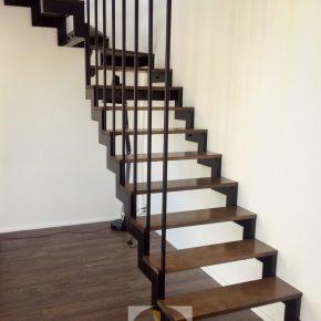 SCHODY konstrukcja , balustrada i drewniane stopnice / minimalizm