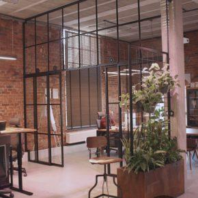 Realizacja dla sklepu narzędziowego we Wrocławiu, przeszklenie LOFT