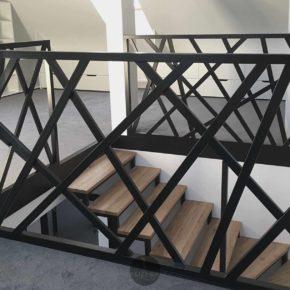 """Schody z balustradą """"X""""/ balustrada schodowa przestrzenna/ schody ażurowe/ Wrocław"""